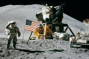 луна астронавт