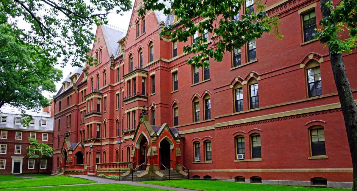 Харвард награждава седем български ученици с Book Award 2018