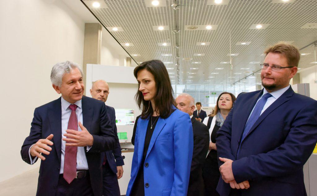Еврокомисарят с ресор Цифрова икономика и цифрово общество Мария Габриел посети в сряда най-новия център за наука и технологии у нас TechnoMagicLand