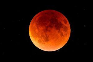 В петък вечер ще видим най-дългото пълно лунно затъмнение за този век