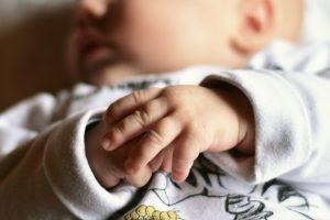 Спасиха бебе след успешна вътреутробна операция за разделяне от паразитен сиамски близнак