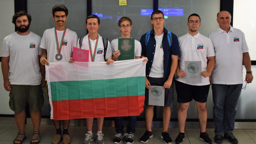 Завърнаха се българските медалисти от Международната олимпиада по физика