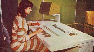 Вижте какво е бюрокомпютър или текстообработваща машина от 1983 година