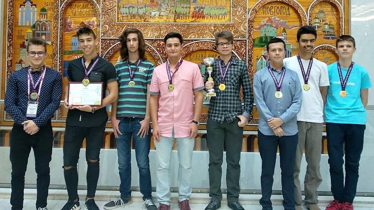 Български гимназисти завоюваха 8 медала и отборна купа от олимпиадата на Метрополисите в Москва