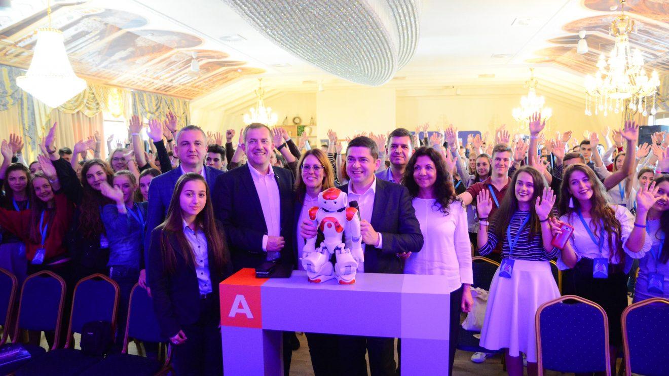 """Фондация """"Българска памет"""" събра ученици и роботи на семинар за високите технологии"""