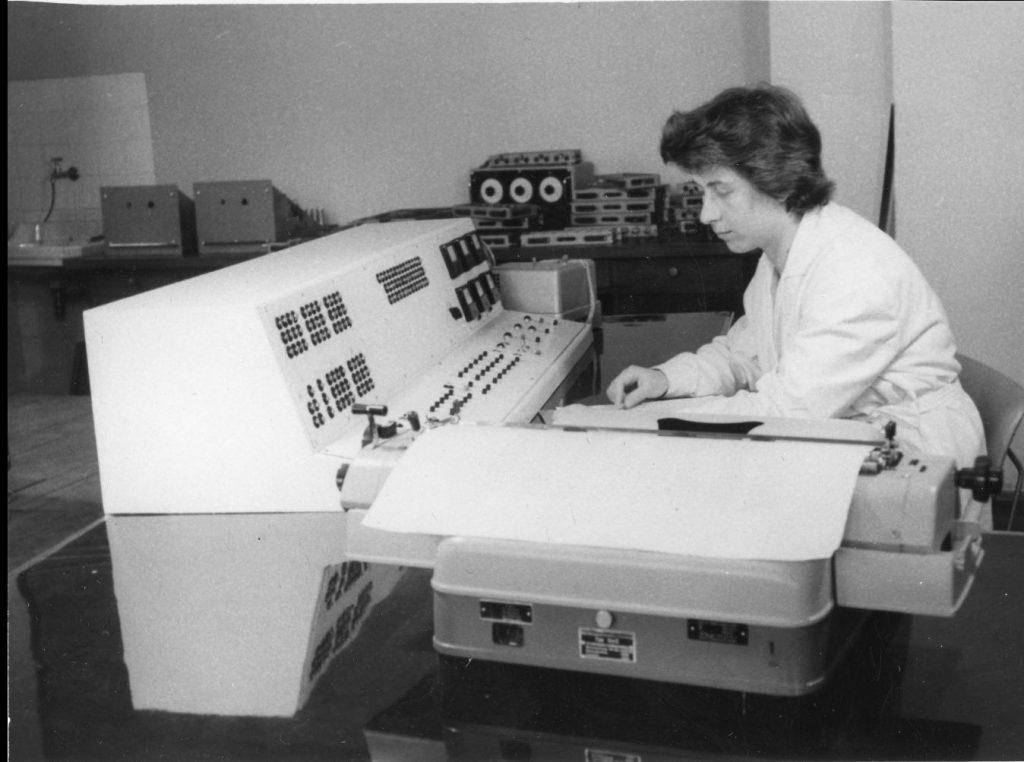 """Това е първият български компютър """"Витоша"""" от 1962 година"""