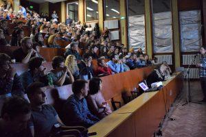 Лекцията на Никола Каравасилев за Стивън Хокинг препълни най-голямата зала на Физическия факултет