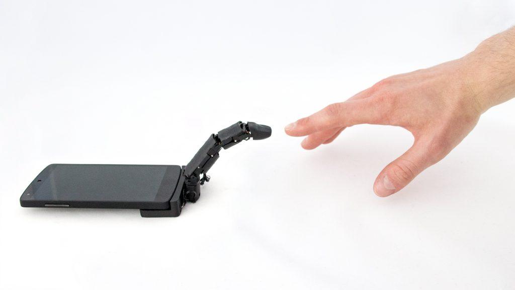 Вече може да сложите роботизиран пръст към смартфона си (видео и снимки)