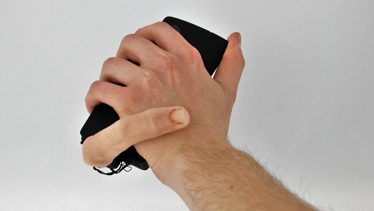 MobiLimb е първият роботизиран пръст за смартфони (видео и снимки)