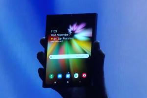Ето го първия сгъваем смартфон на Samsung с Infinity Flex Display (видео)