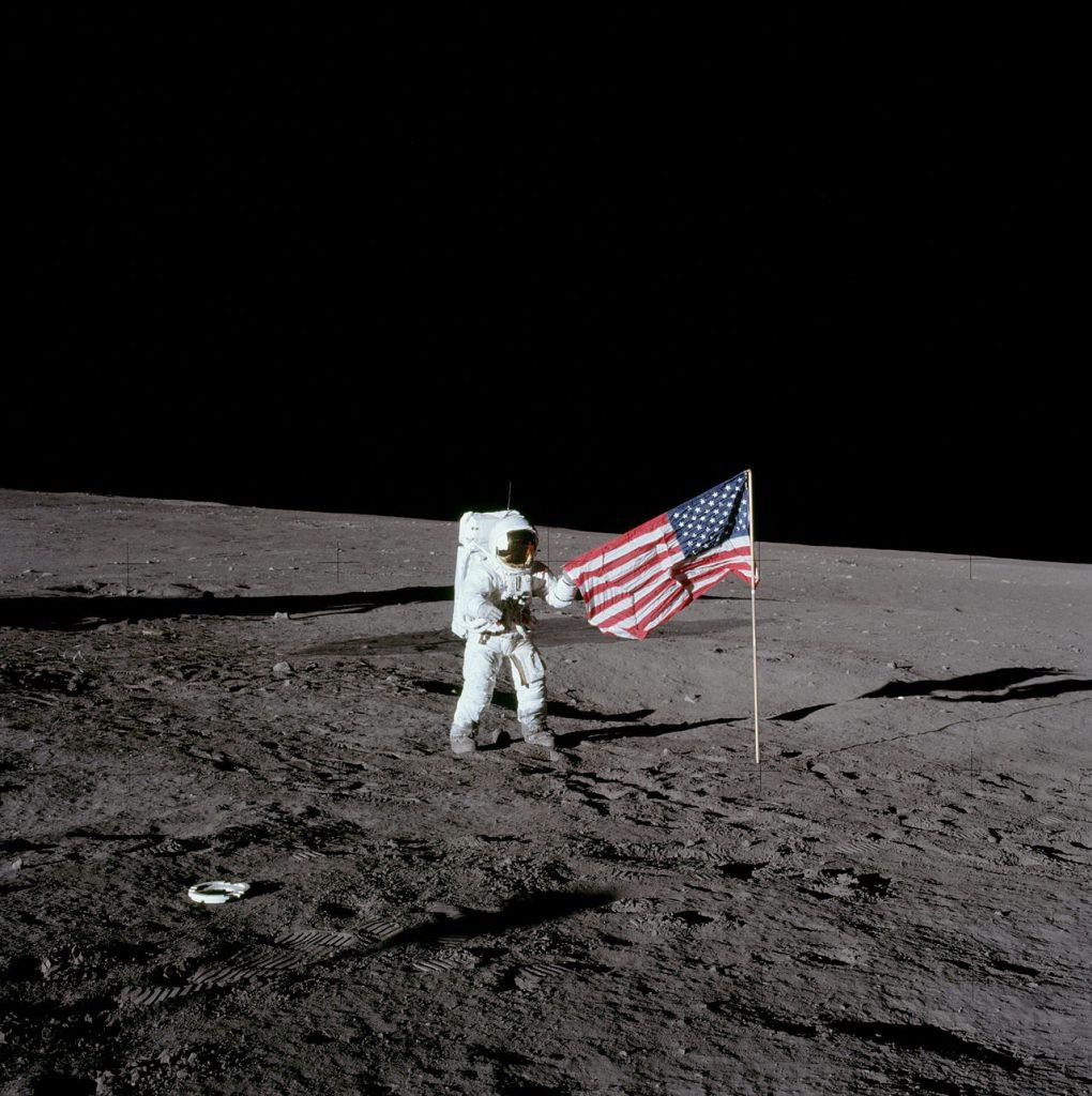 49 години от второто успешно кацане на хора на Луната с мисията Аполо 12