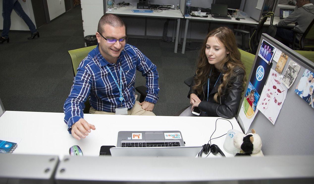 """Джуниър Ачийвмънт България направи близо 1000 младежи """"Мениджър за един ден"""" в 70 общини"""