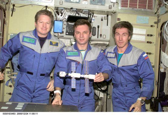 Днес Международната космическа станция става на 20 години (видео)