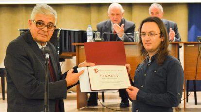 Ученическият институт на БАН награди Никола Каравасилев за развитие на таланта на млади българи