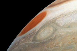 Нова снимка на Юпитер от космическия апарат Juno показва Голямото червено петно и мощната буря Oval BA