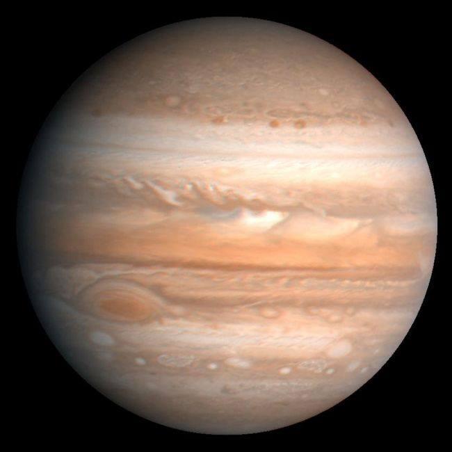 Преди 40 години космическият апарат Voyager 1 достигна Юпитер и засне луни от лед и огън