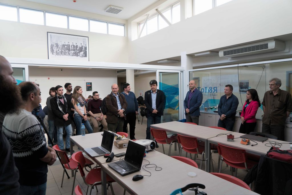 Чисто нова зала по роботика и интернет на нещата бе открита във Факултета по математика и информатика в СУ