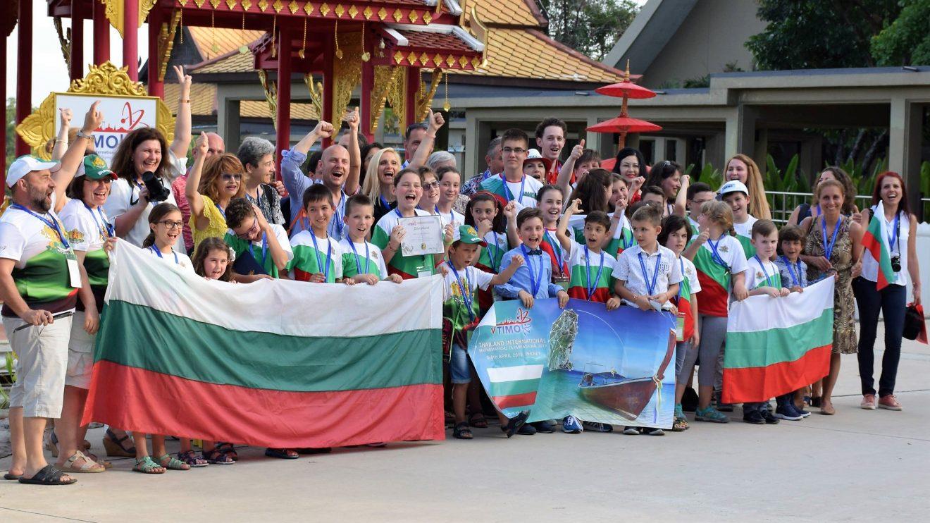 6 купи и 32 медала за младите български математици от Тайландската международна олимпиада - TIMO
