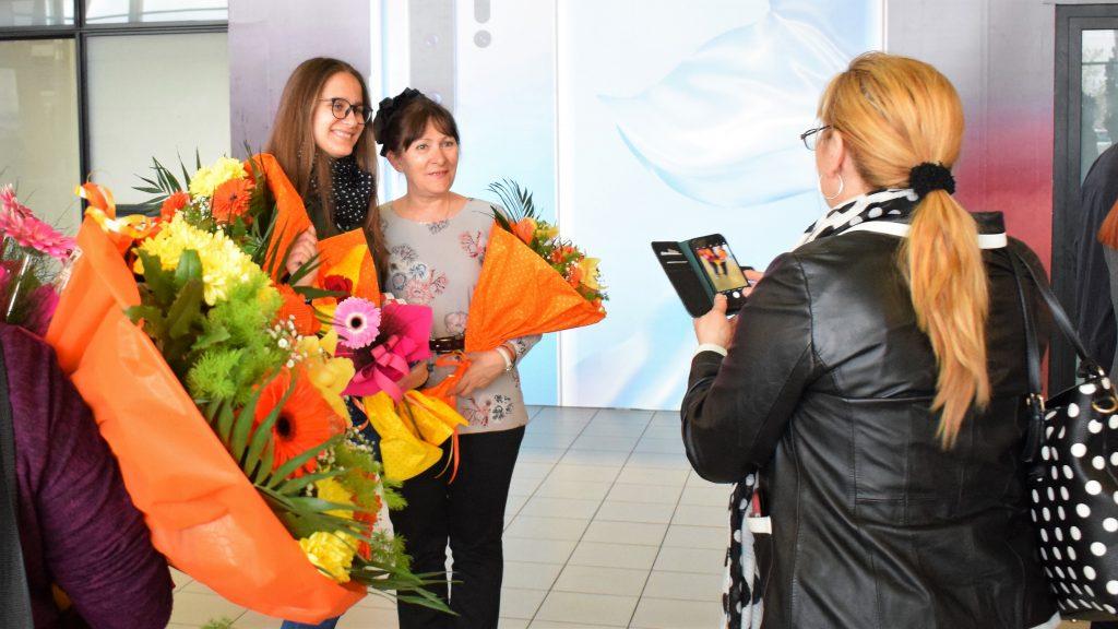 Цветно посрещане за българските гимназистки, спечелили 4 медала от Европейската олимпиада по математика за момичета