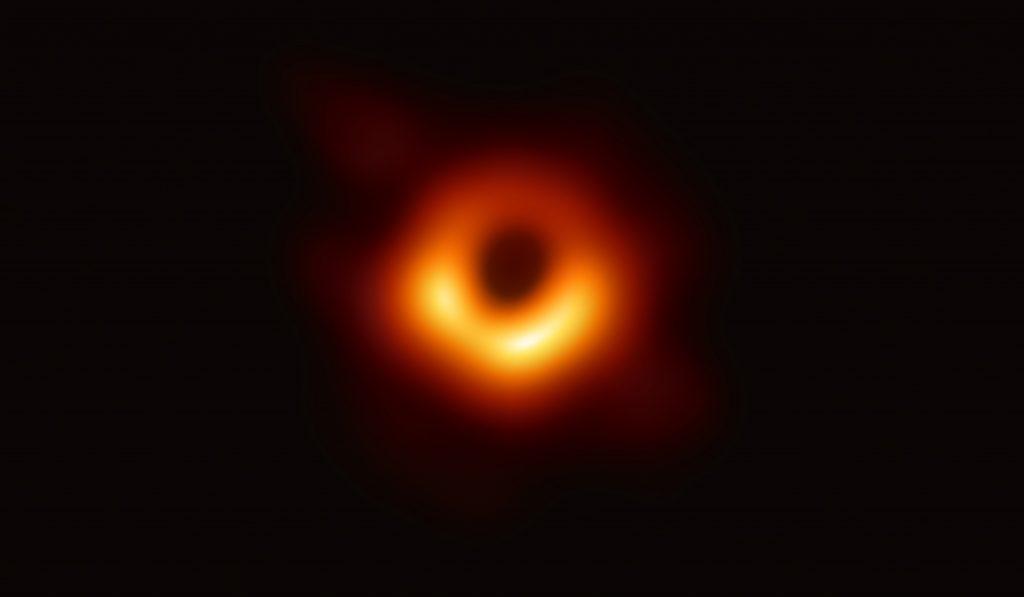 Ето я първата снимка на черна дупка в историята на човечеството (видео)