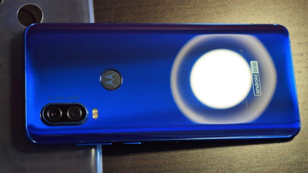 [Ревю] Motorola One Vision - удобен смартфон с 21:9 дисплей, премиум дизайн и 48МР камера на супер цена