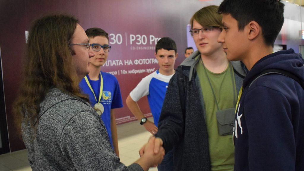 Български отбори завоюваха сребърни и бронзови медали от Европейската олимпиада по природни науки