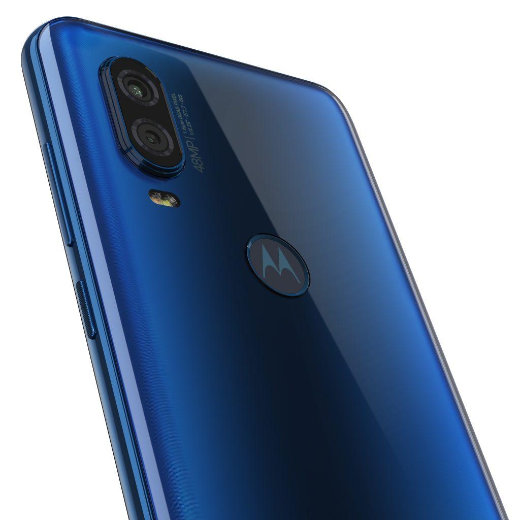 Новият супер смартфон Motorola One Vision влиза агресивно на българския пазар още днес