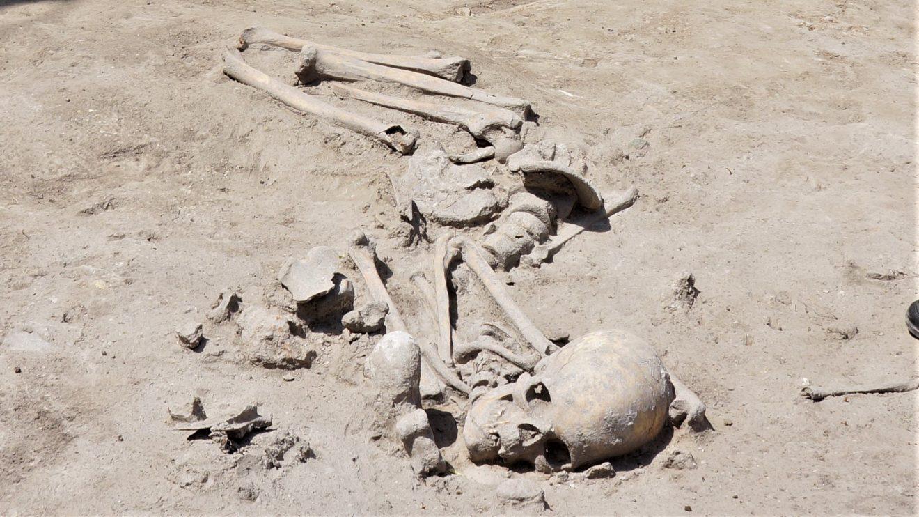 Изключително рядка находка! Археолози от БАН откриха гроб на 7 600 години в Слатина