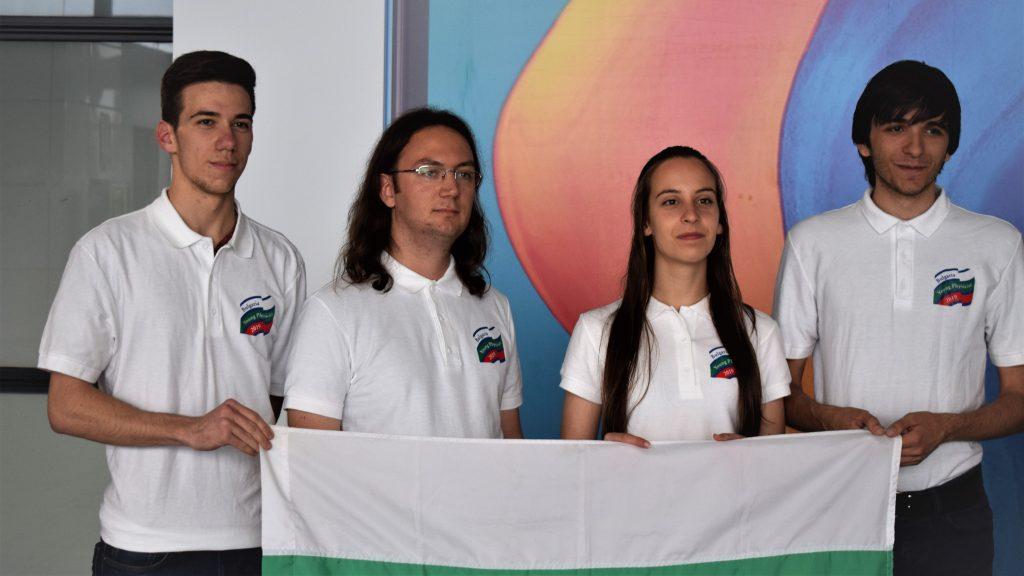 След силно представяне се завърнаха българските ученици от Международния турнир на младите физици (IYPT)