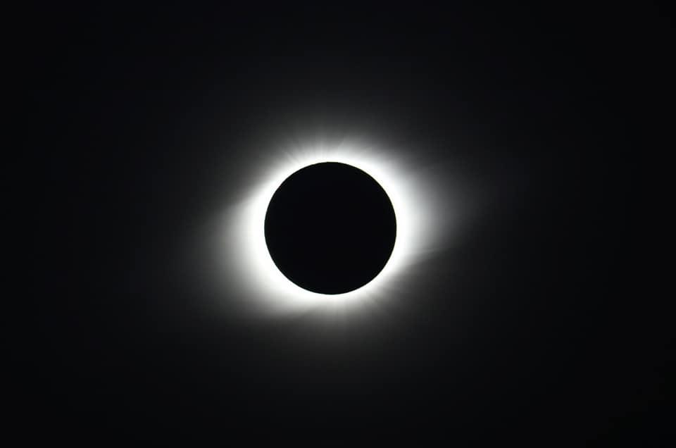 Вижте красотата на пълното слънчево затъмнение от 2 юли в 3-минутно видео и български снимки от Чили
