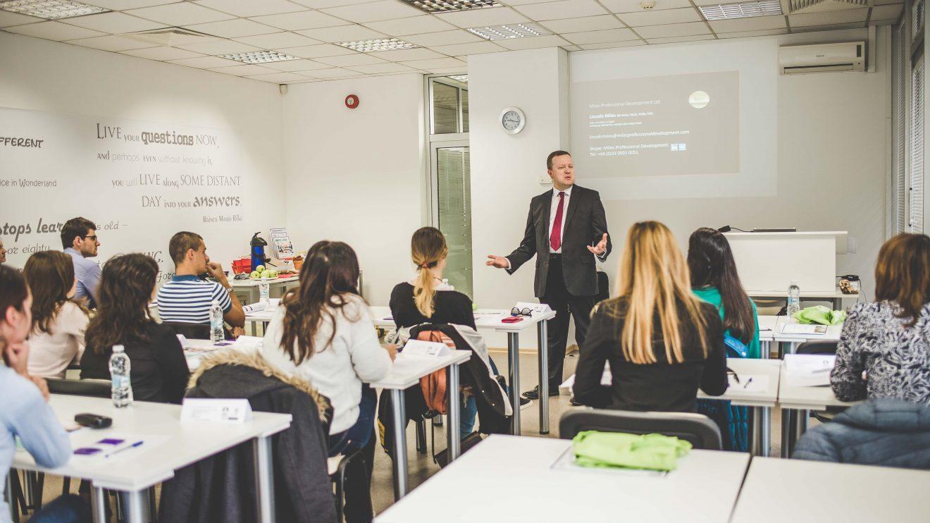 MDV Professional Education търси млади таланти, които да подкрепи със стипендии в Училище по финанси и счетоводство