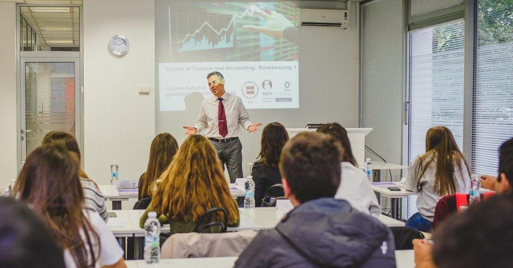 Запознайте се с водещите преподаватели в School of Finance and Accounting for Young Profesionals
