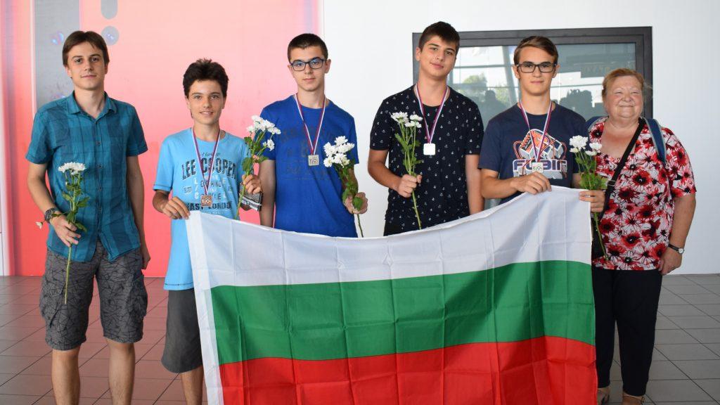 С 4 медала се завърнаха младите ни информатици от Европейската младежка олимпиада eJOI