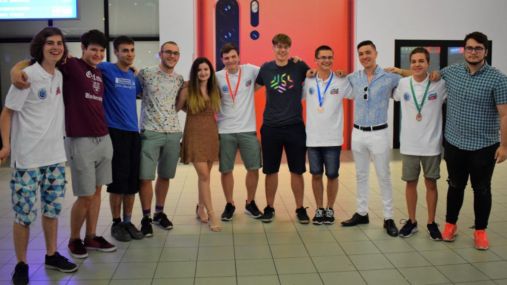 Най-добрите български информатици се прибраха с 4 медала от Международната олимпиада