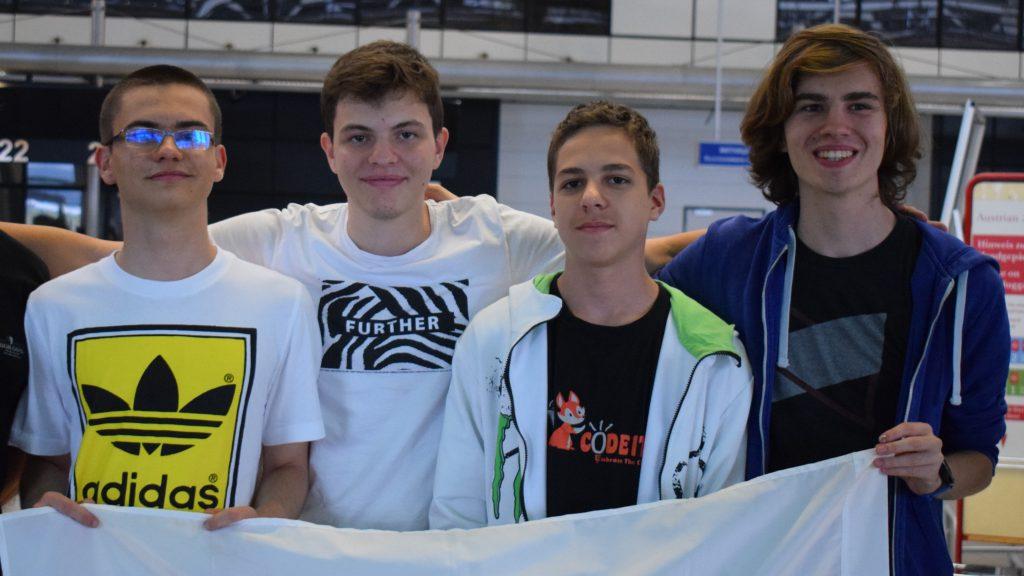 Най-добрите български ученици по информатика заминаха за Международната олимпиада