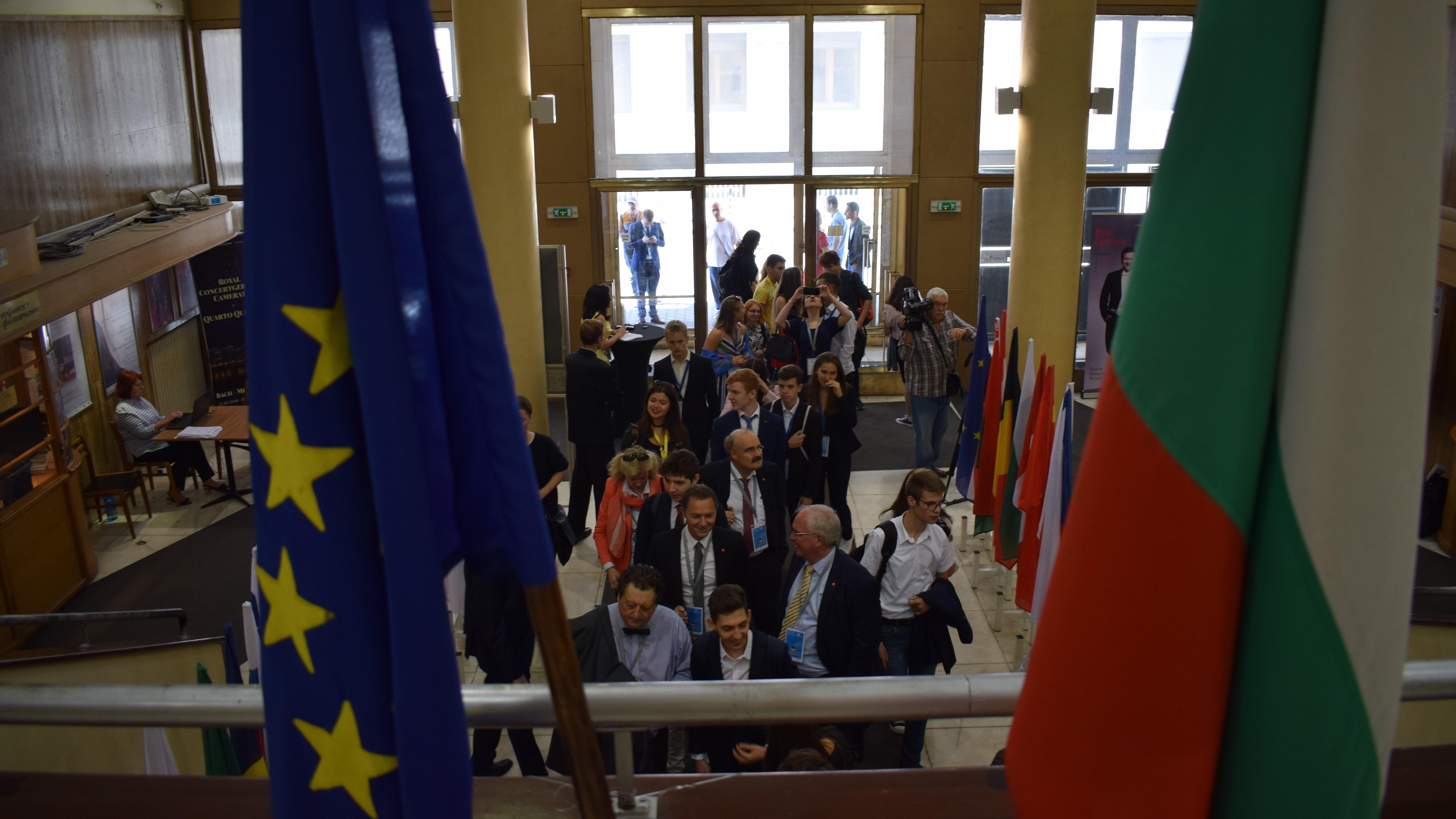 Български млади учени спечелиха 2 награди от най-престижния конкурс на Европа EUCYS 2019  (снимки)