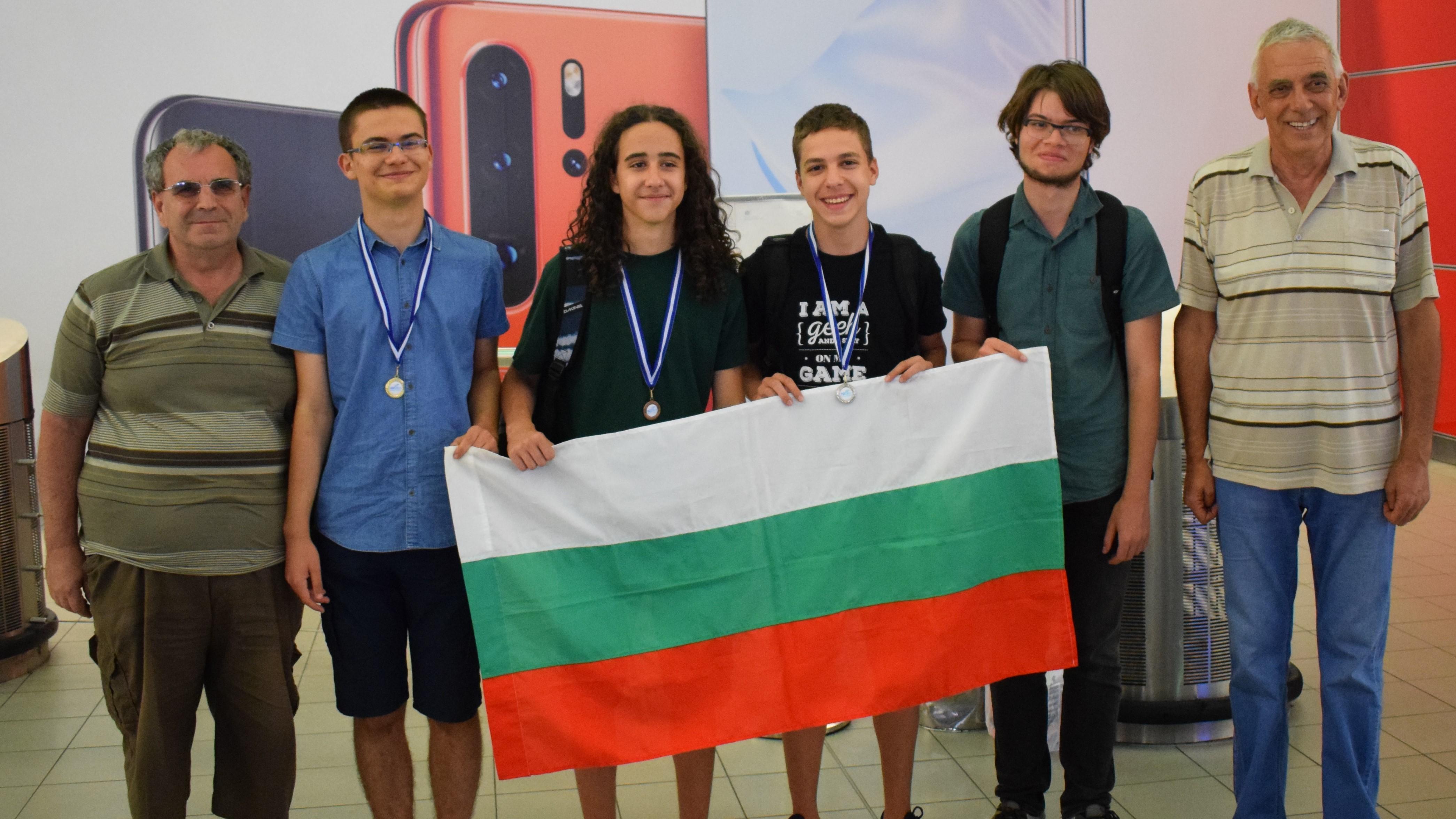 Шампионско завръщане за българските информатици с 3 медала и грамота от Балканската олимпиада (снимки)