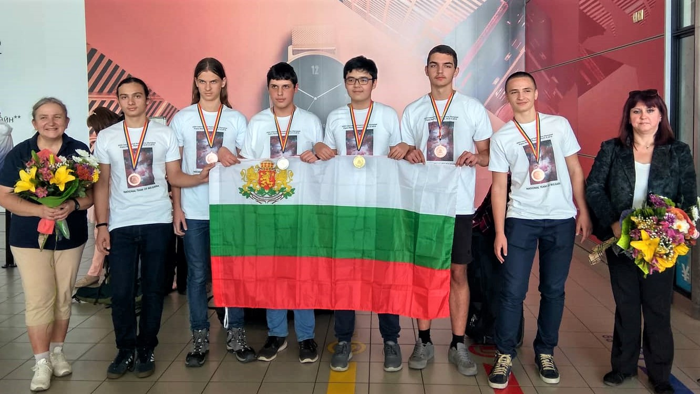 С 6 медала се завърнаха българските ученици по астрономия от Международната олимпиада