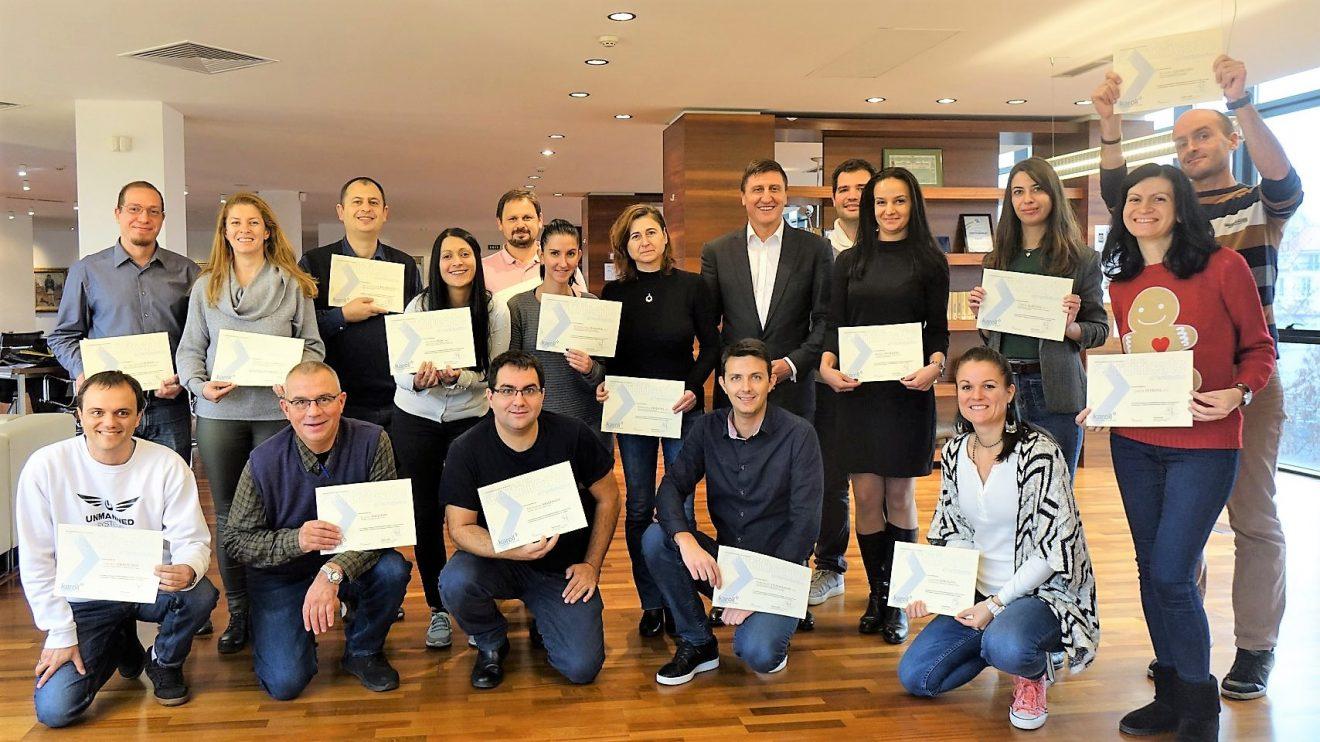 """17 млади учени завършиха обучението """"Предприемачи в науката"""", предстои им конкурс за 30 000 лева стипендия"""