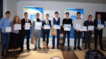"""Български ученици се класираха за международни научни състезания след научния панаир """"150 години БАН"""" (снимки)"""
