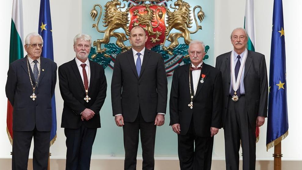 Президентът удостои с държавни отличия проф. д-р Венко Александров и проф. Христо Баларев