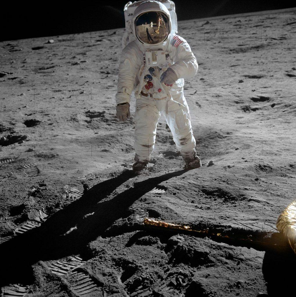На 16 юли 1969 г. е изстреляна мисията Аполо 11 с първите хора, които кацнат на Луната (видео)