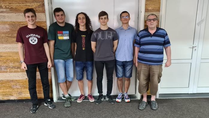 Най-добрите български информатици спечелиха 3 медала от Международната олимпиада (видео)