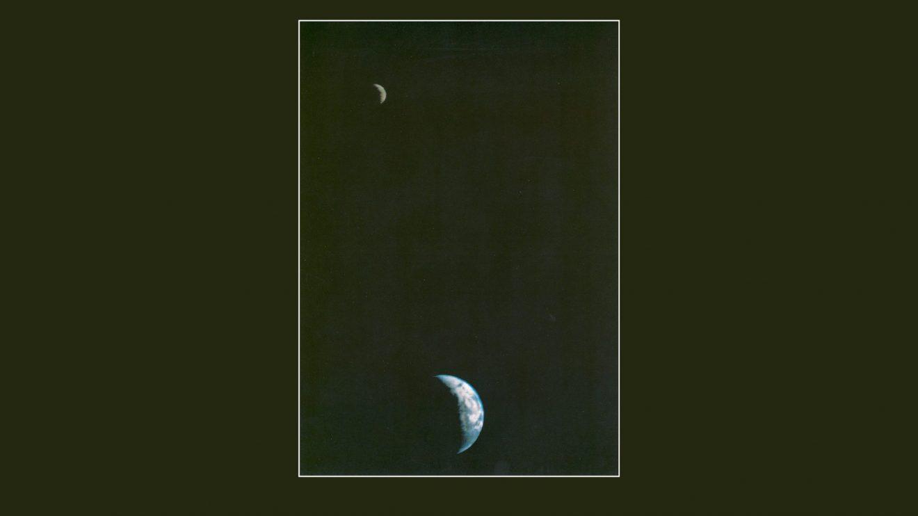 43 години от първата обща снимка на Земята и Луната, направена от космически апарат