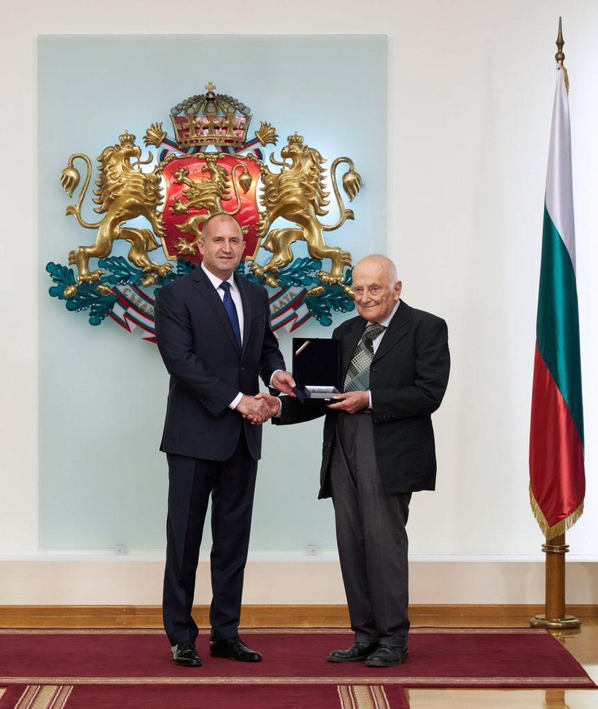 """Президентът награди учени, учители и ученици в областта на компютърните науки с Награда """"Джон Атанасов"""" 2020"""