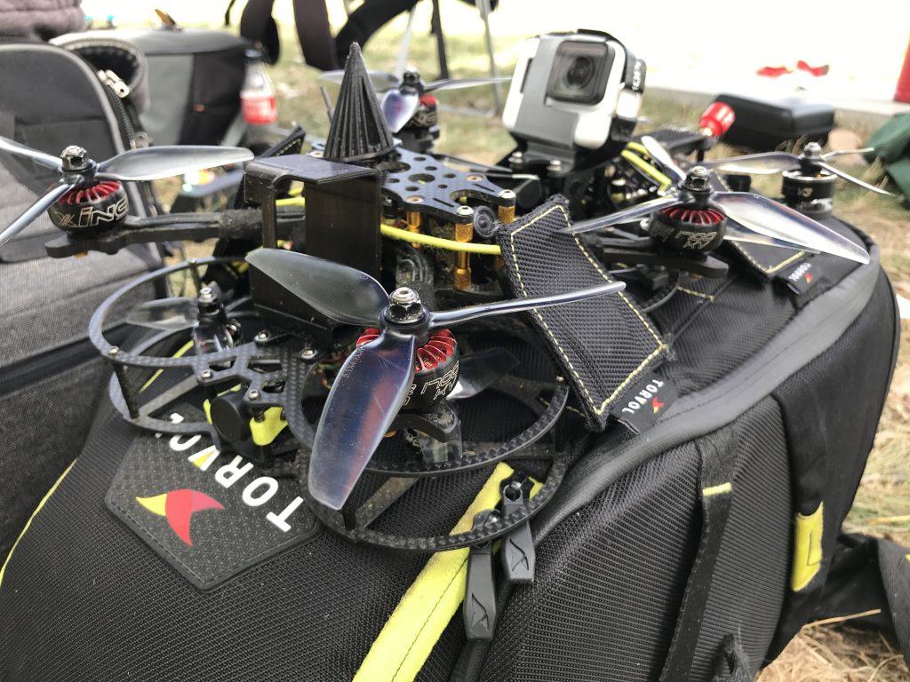 27 участници премериха сили в зрелищния финал на националното състезание за дронове в София Тех Парк