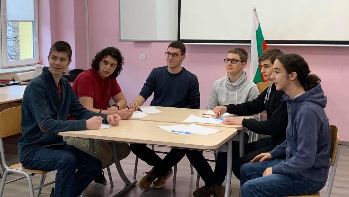 Български гимназисти спечелиха 8 медала от престижната Олимпиада на Метрополисите