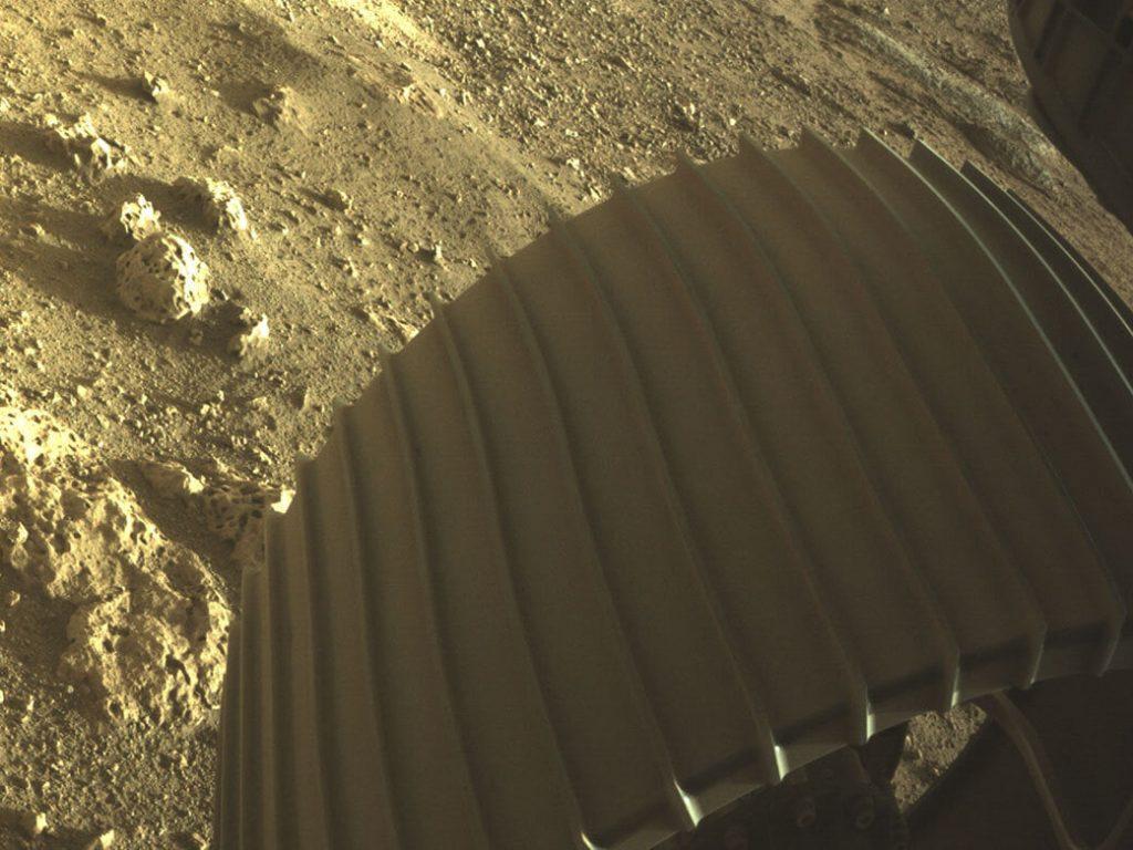 НАСА показа уникален кадър от кацането на роувъра Perseverance на Марс (снимки)