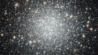 Сини звезди бегълци в кълбовидния звезден куп М53 (Астрономическа снимка на деня – APOD)