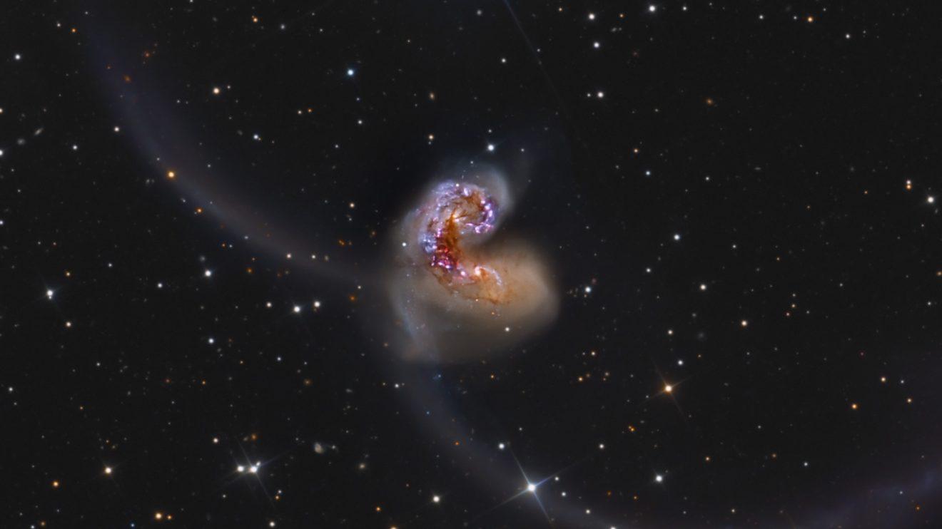 Изследвайки галактичната двойка Антените (Астрономическа снимка на деня – APOD)